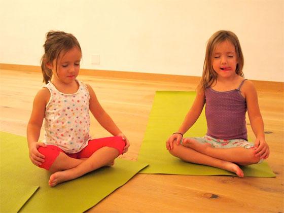 peques_yoga