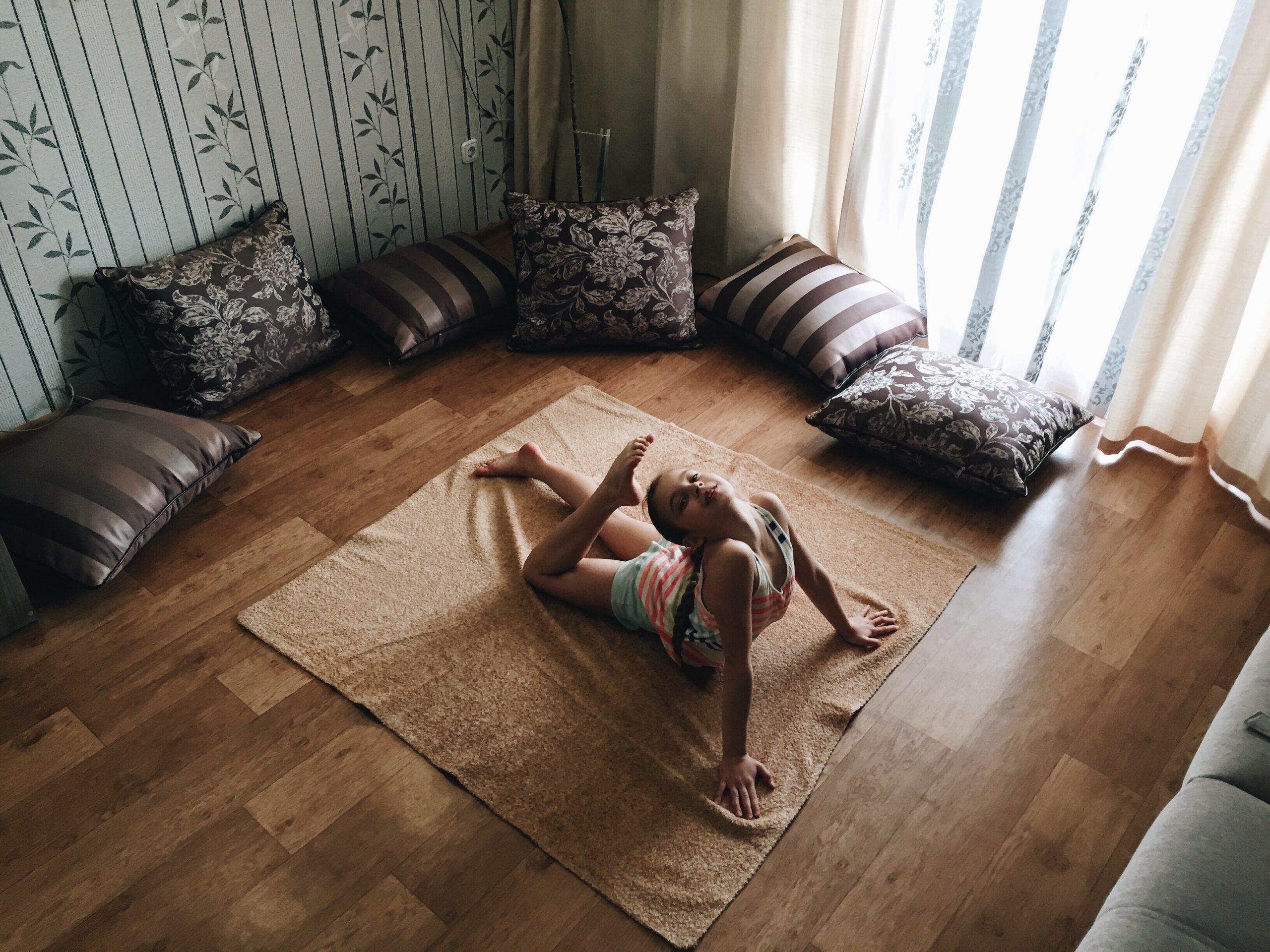 Crea un espacio agradable para practicar yoga en casa