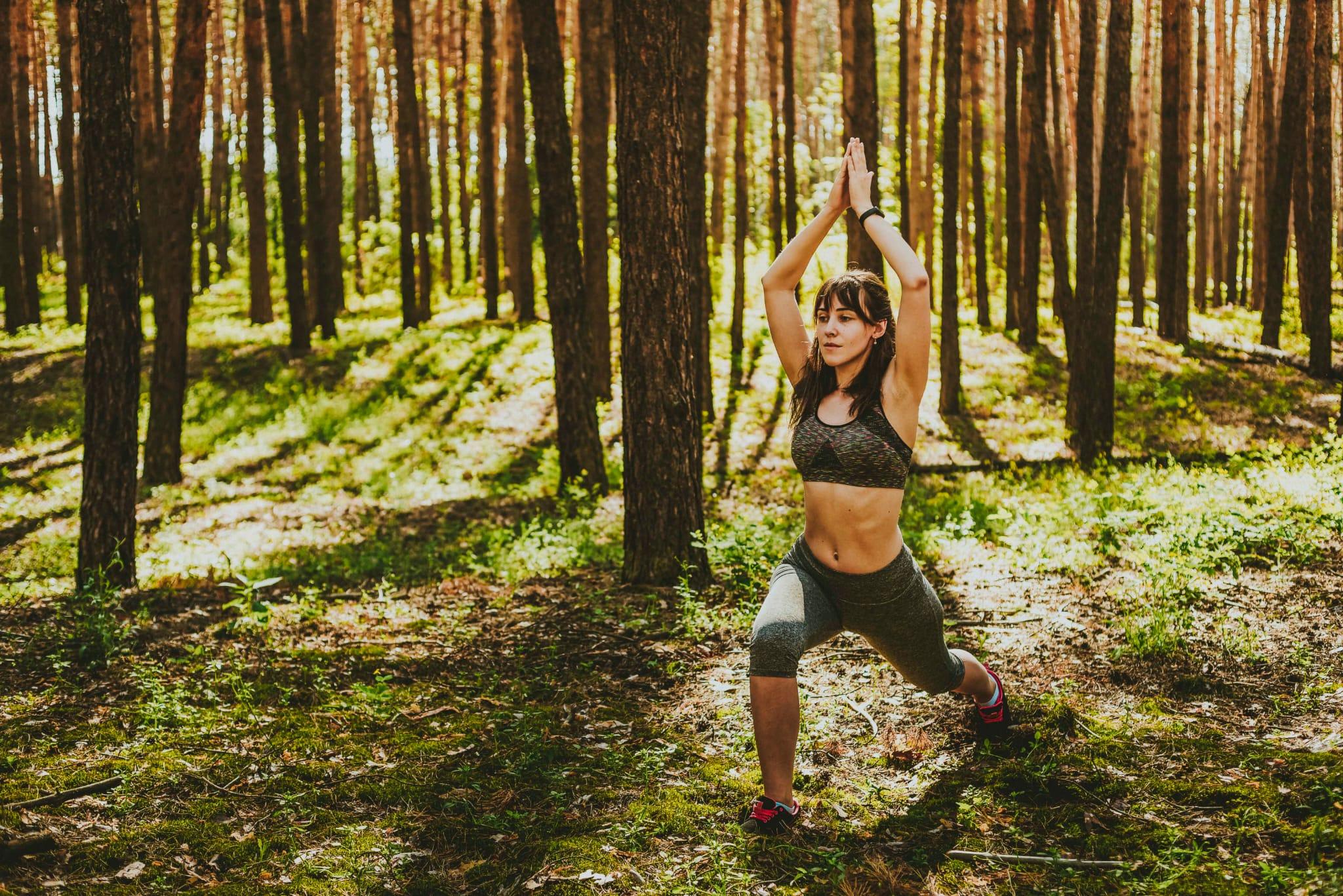 Algunas posturas de yoga ayudan a activar el sistema inmune.