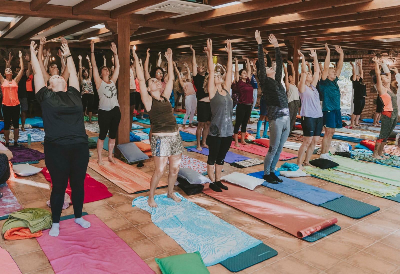 Yoga en un retiro espiritual